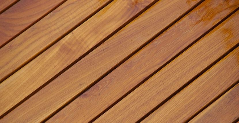 Tarima exterior de madera maciza